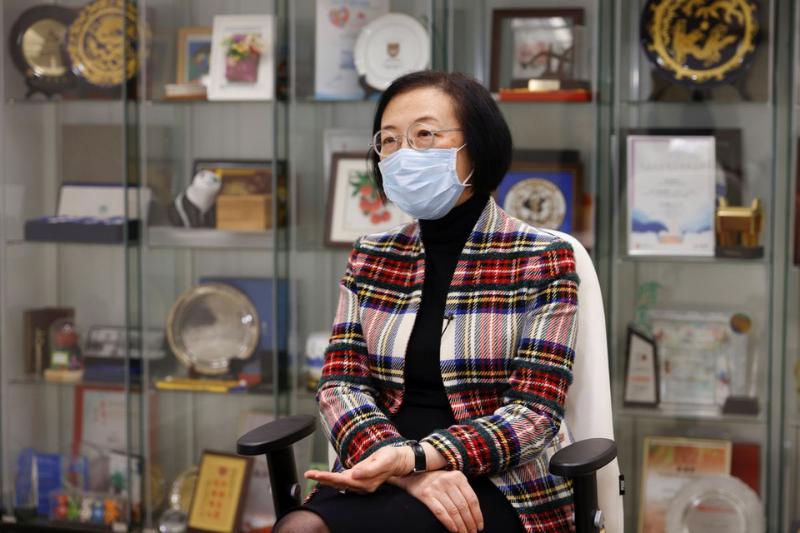 Chan_Hong Kong Faces Shortage of Doctors- Resorts to Foreign Supply